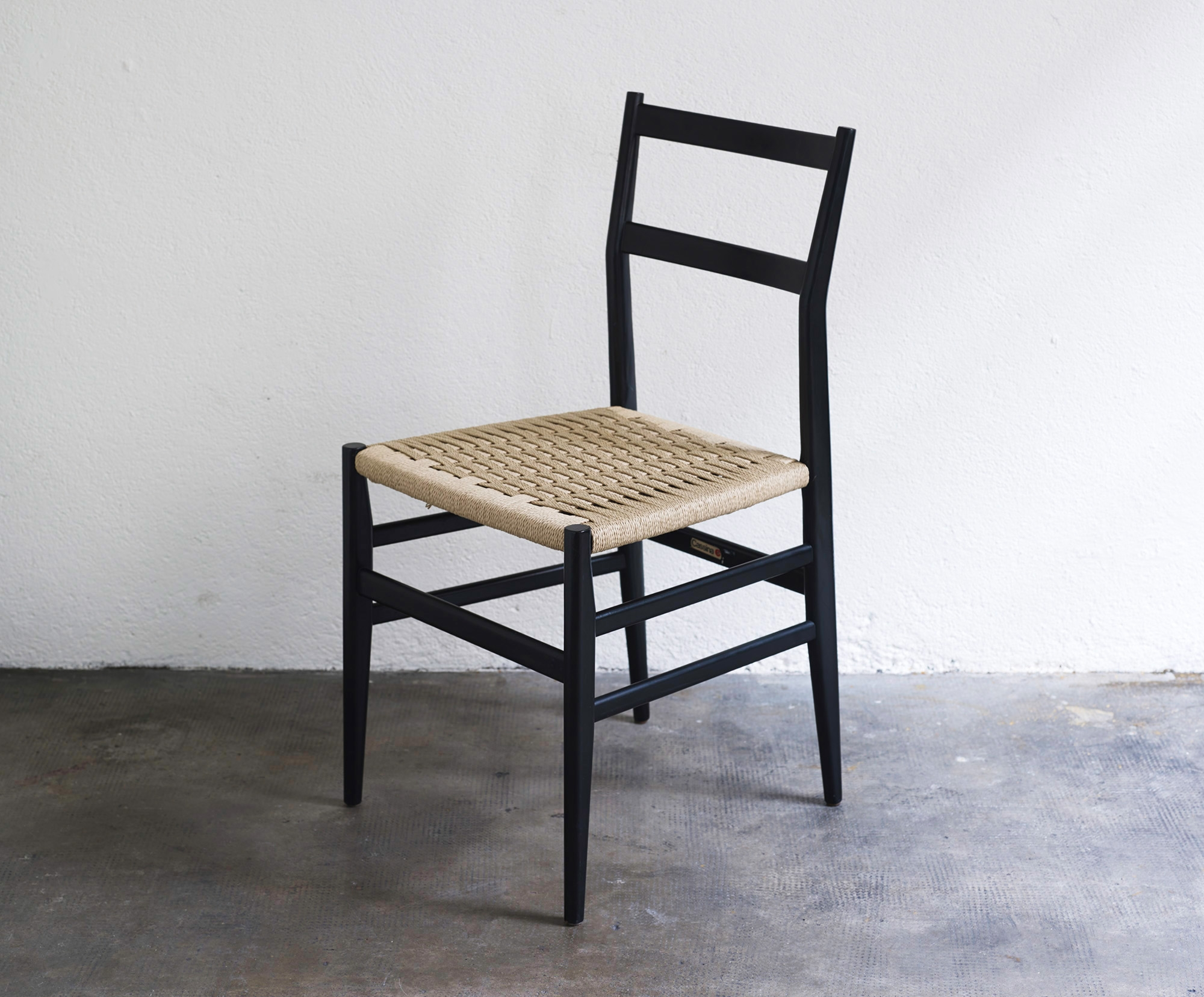 gio-ponti-leggera-chairs-image-01