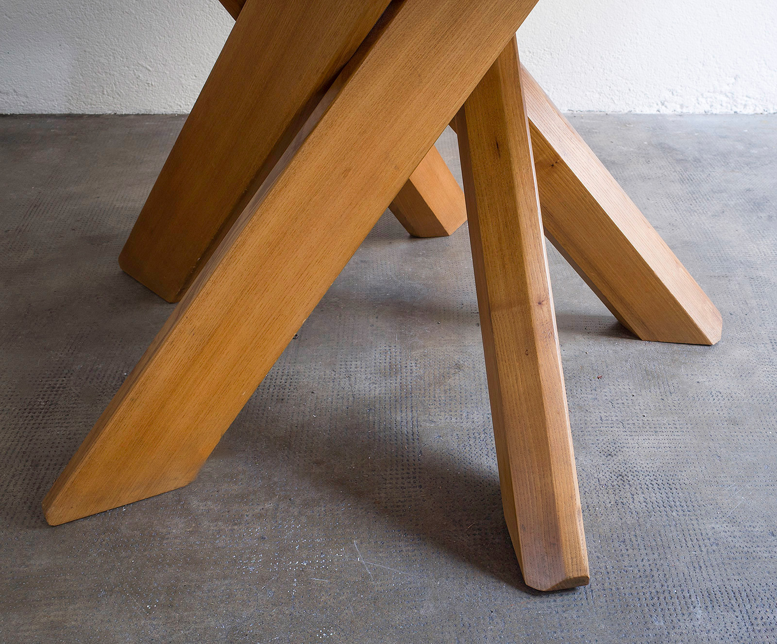 dining-table-t21-by-pierre-chapo-image-02
