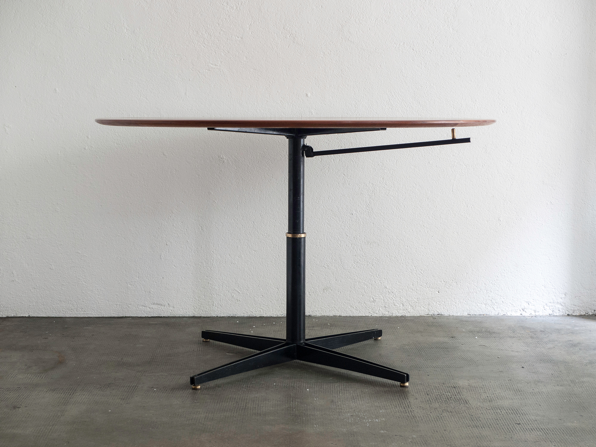 t41-adjustable-table-by-osvaldo-borsani-image-04