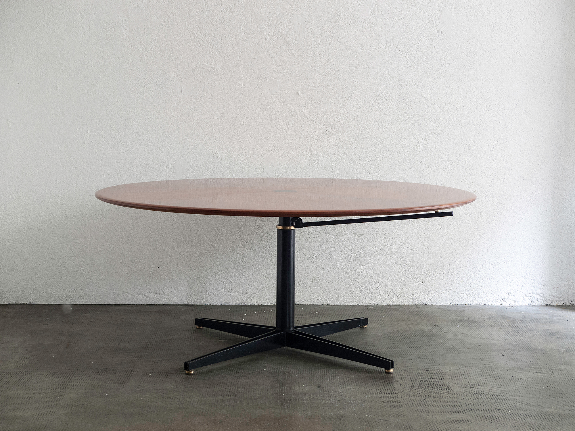 t41-adjustable-table-by-osvaldo-borsani-image-03