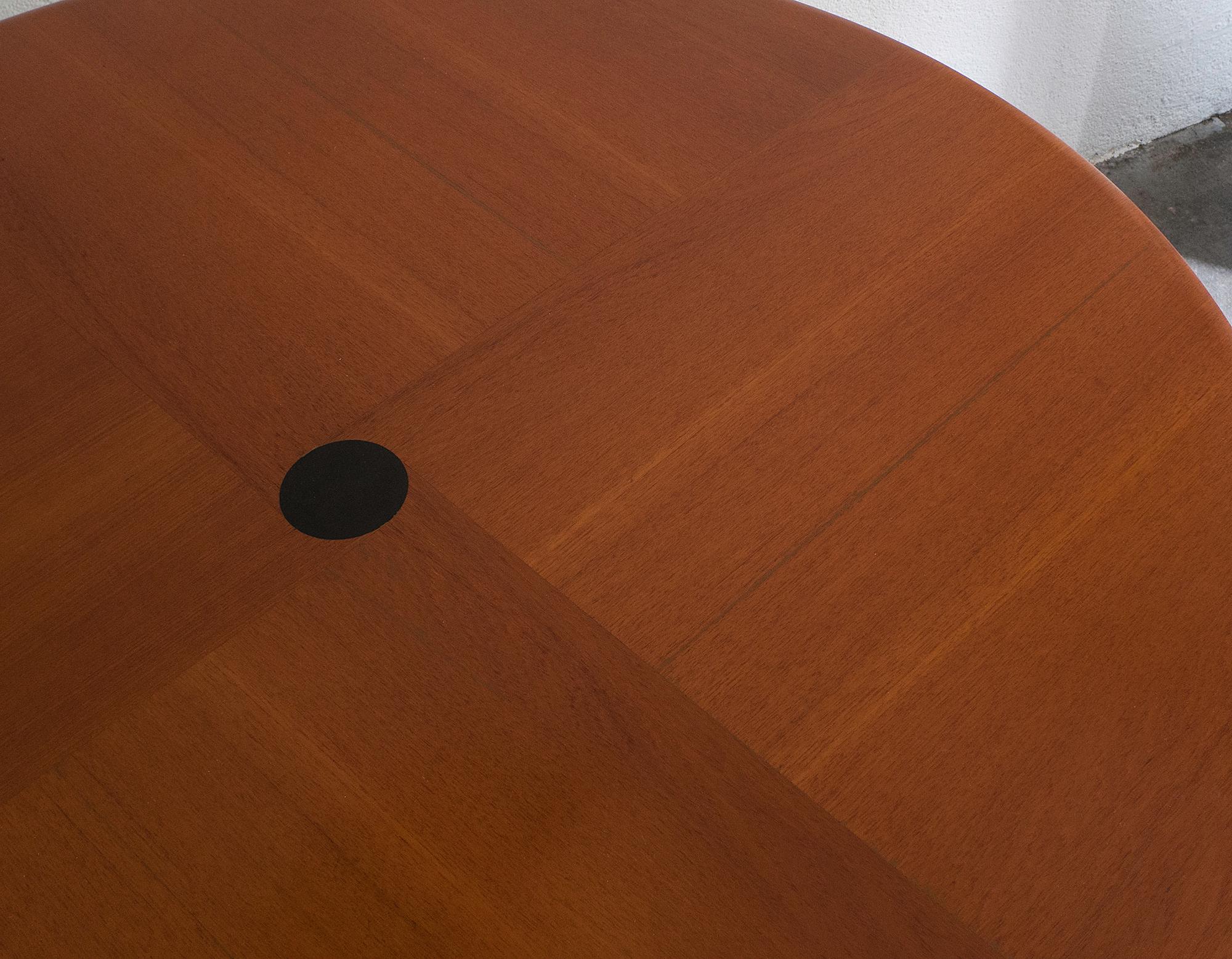 t41-adjustable-table-by-osvaldo-borsani-image-02