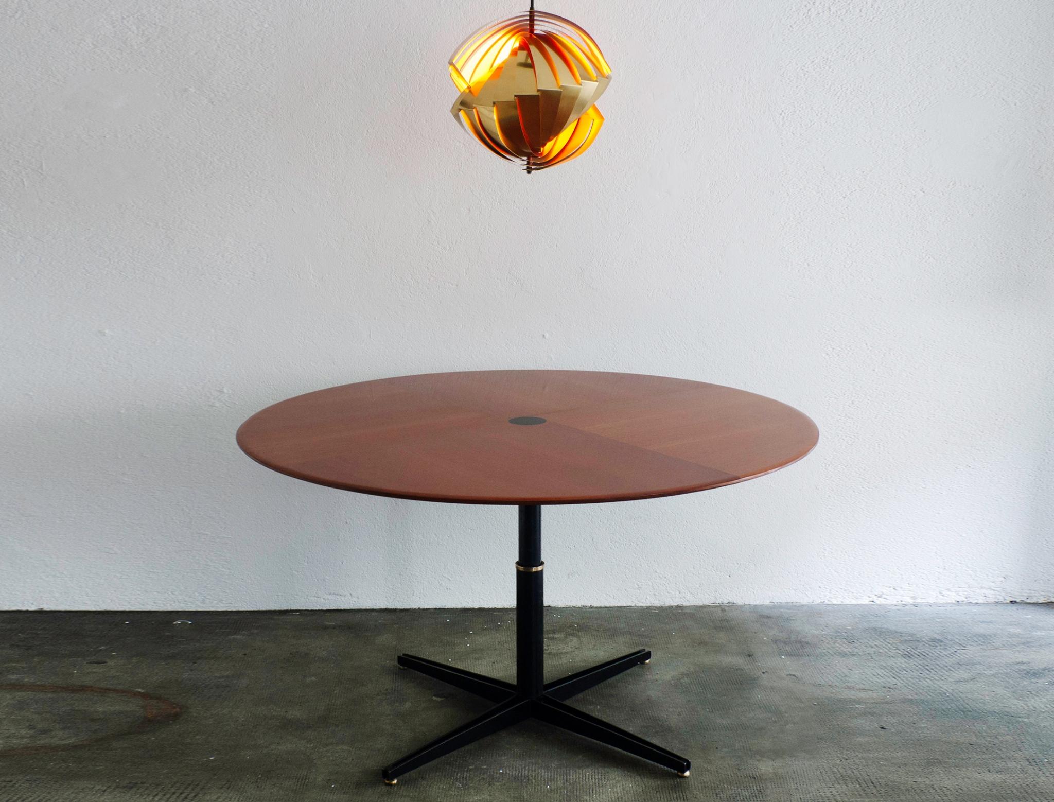 t41-adjustable-table-by-osvaldo-borsani-image-01