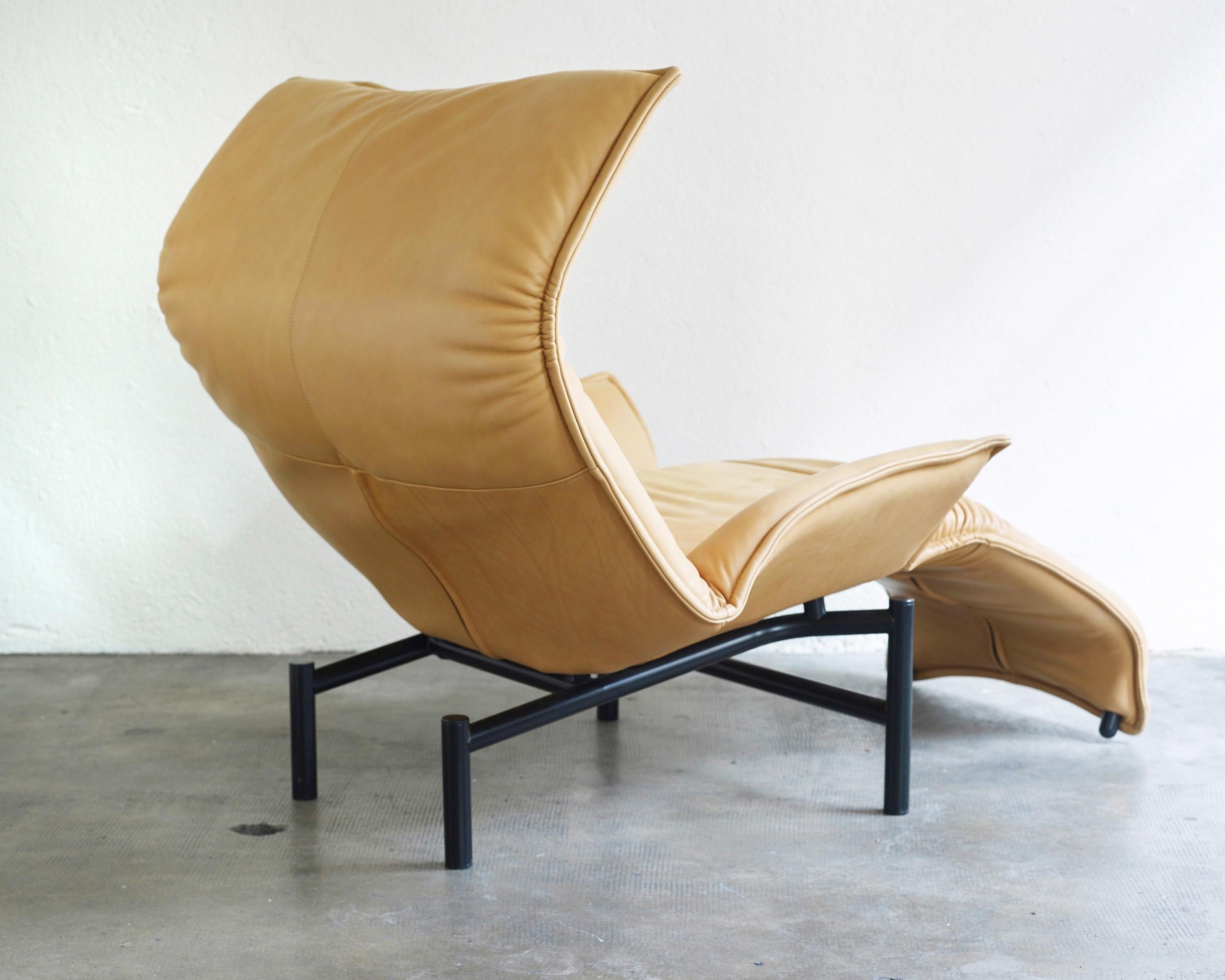 veranda-lounge-chair-by-vico-magistretti-image-03