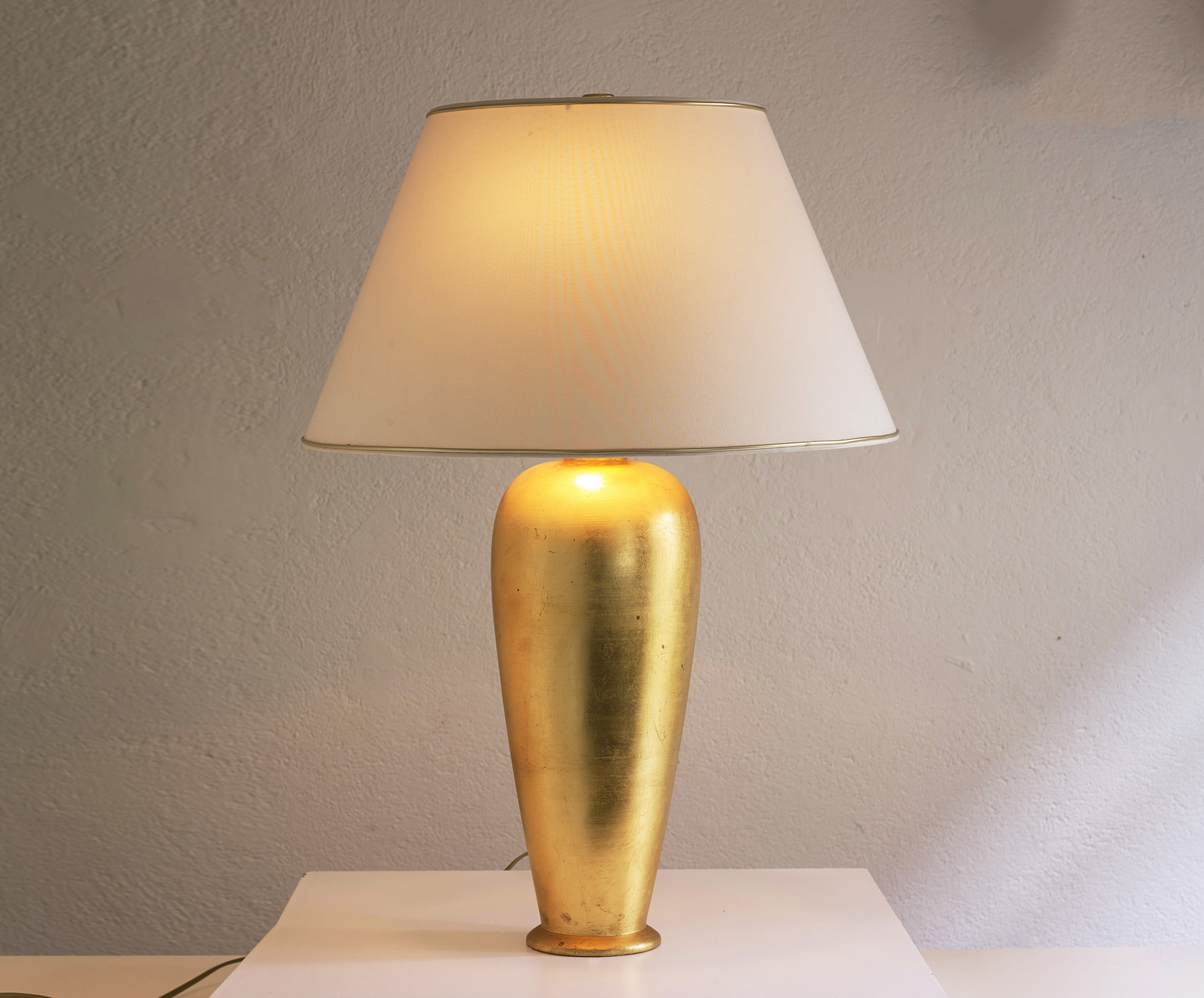 table-lamp-by-ugo-zaccagnini-image-01
