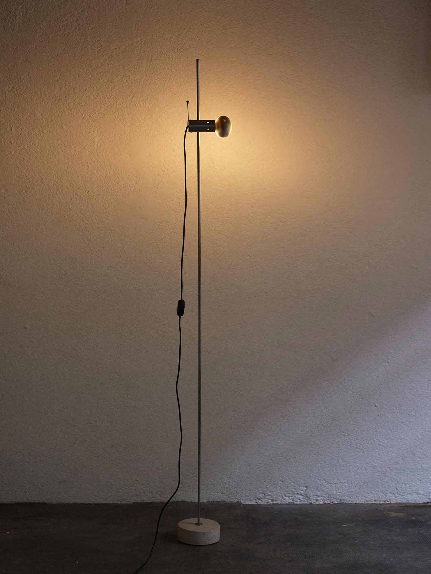 floor-lamp-model-387-by-tito-agnoli-image-01