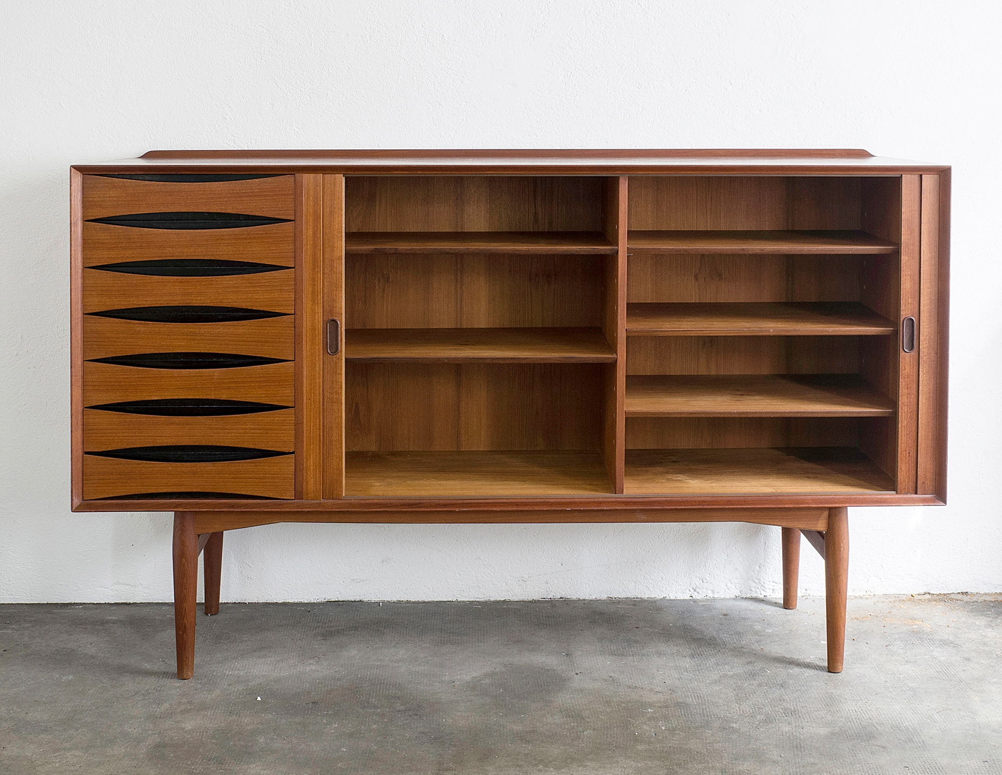 triennale-teak-highboard-by-arne-vodder-image-02