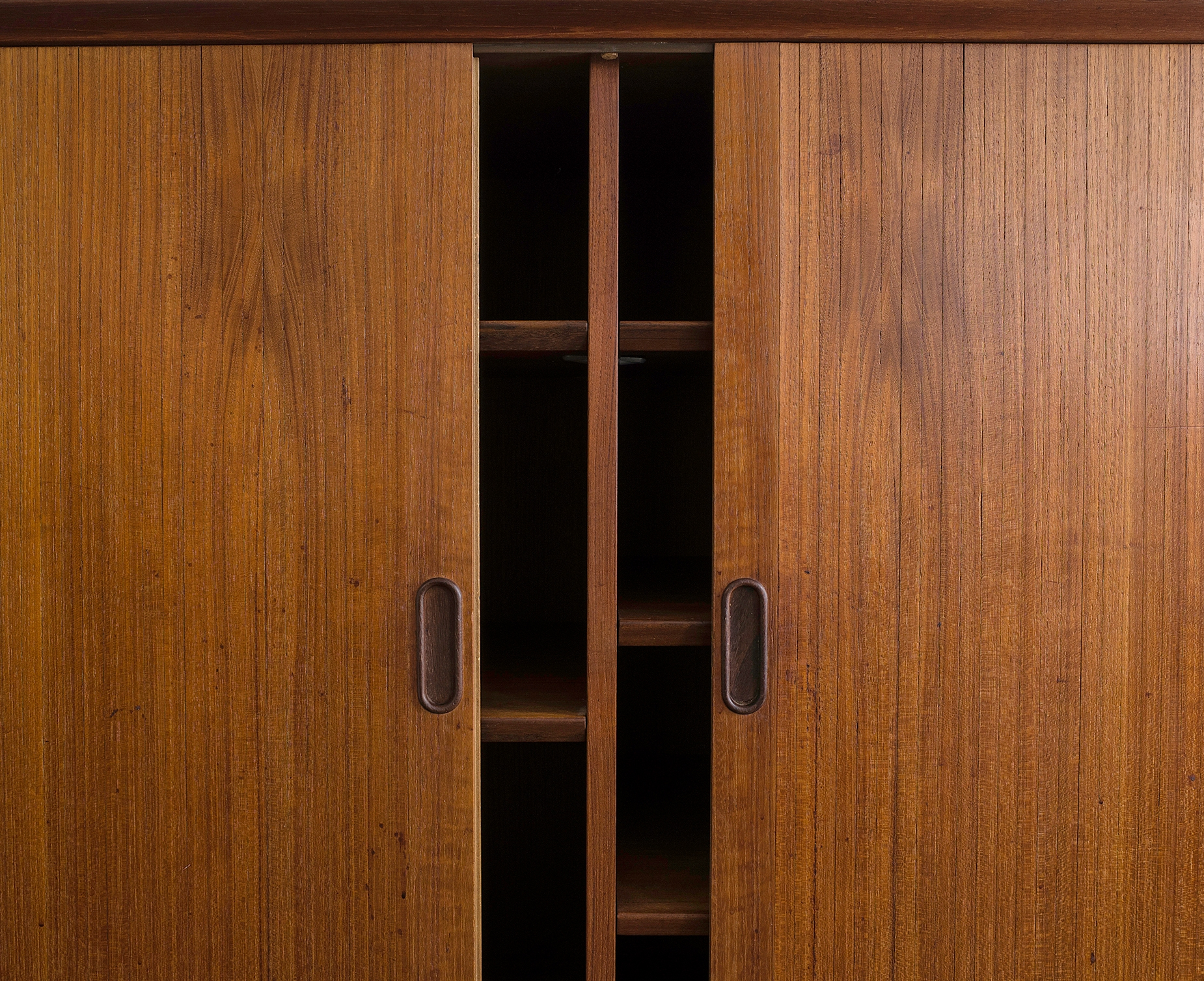 triennale-teak-highboard-by-arne-vodder-image-05