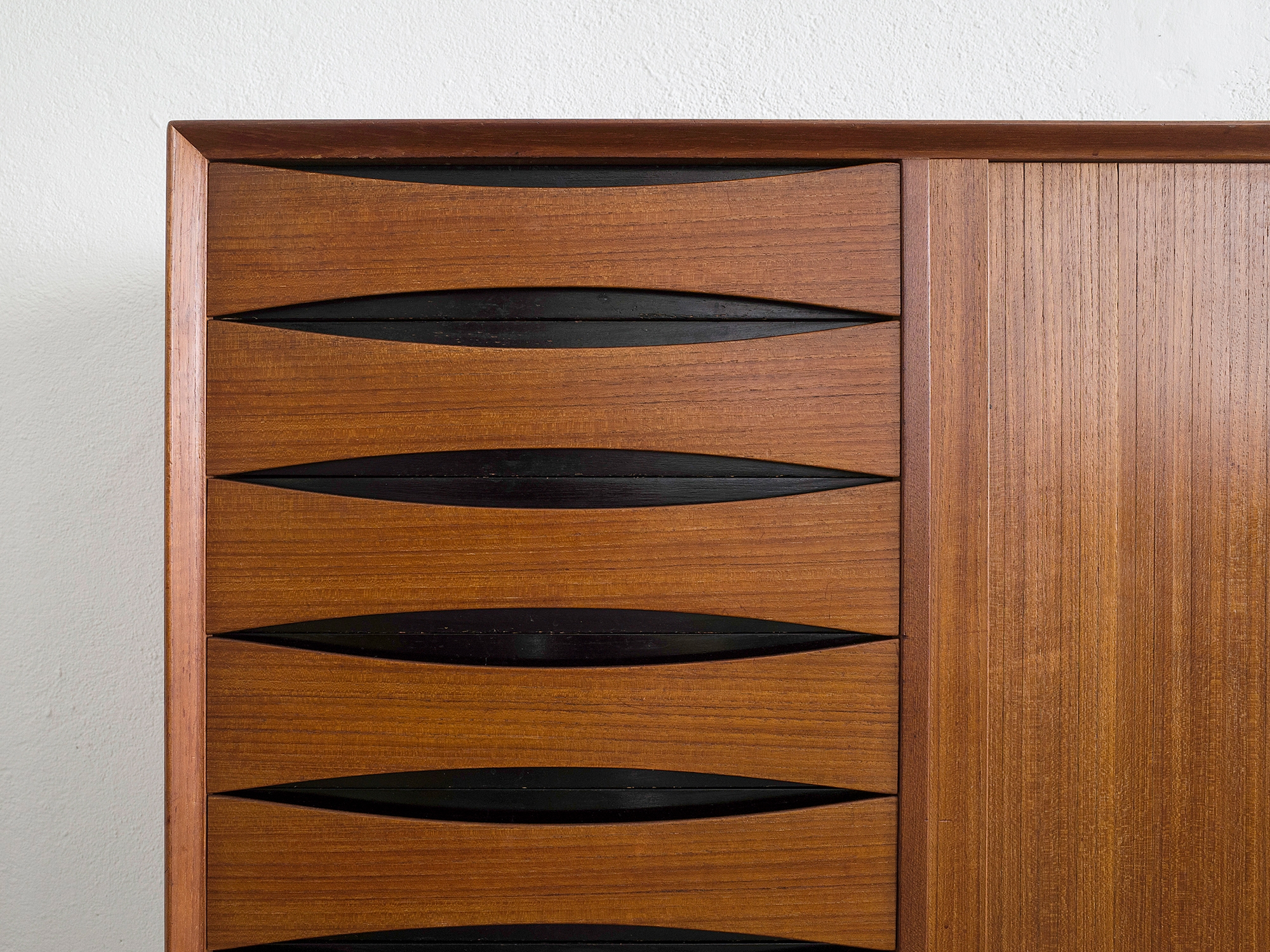 triennale-teak-highboard-by-arne-vodder-image-08