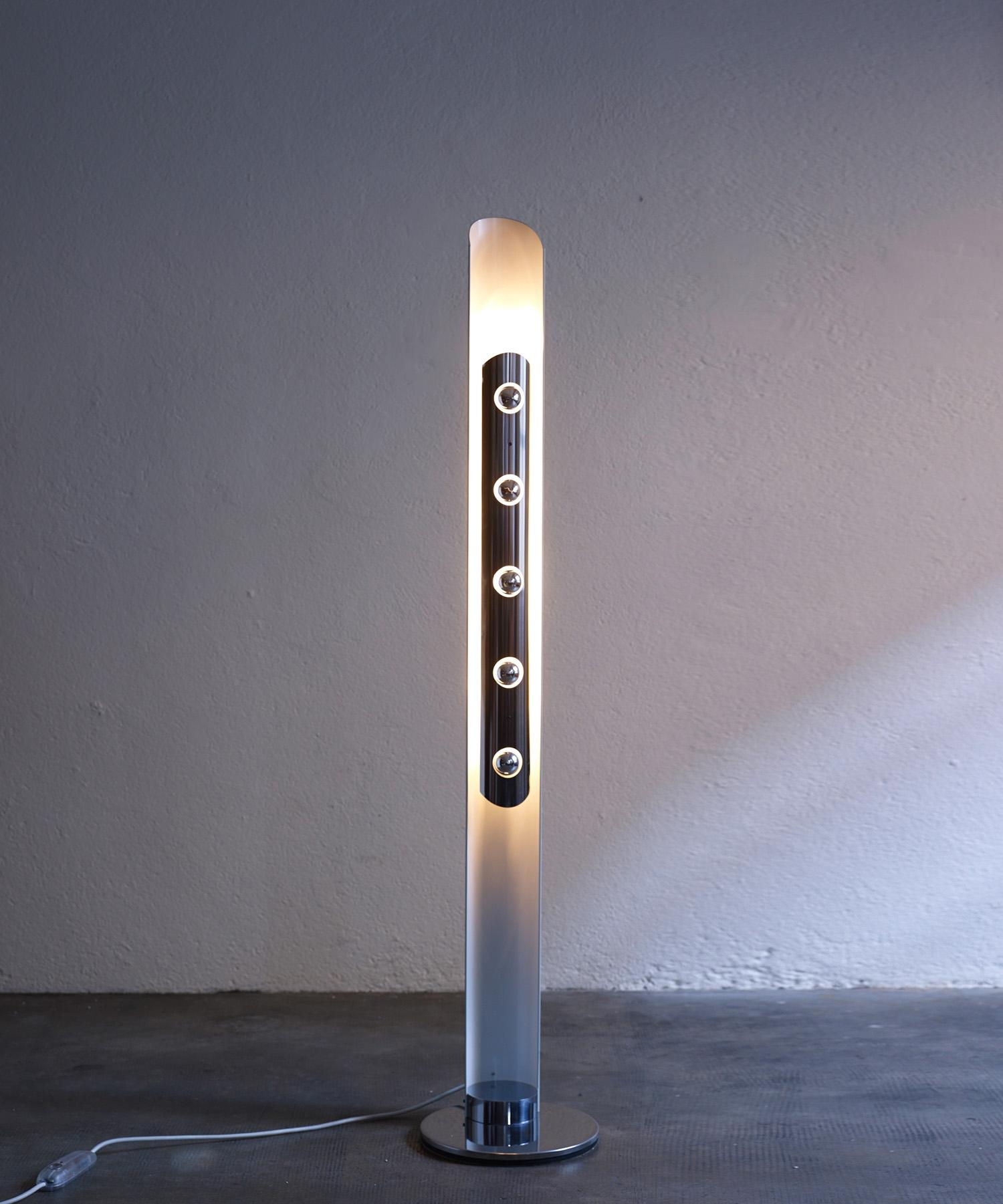 italian-floor-lamp-by-enrico-tronconi-1970-image-01