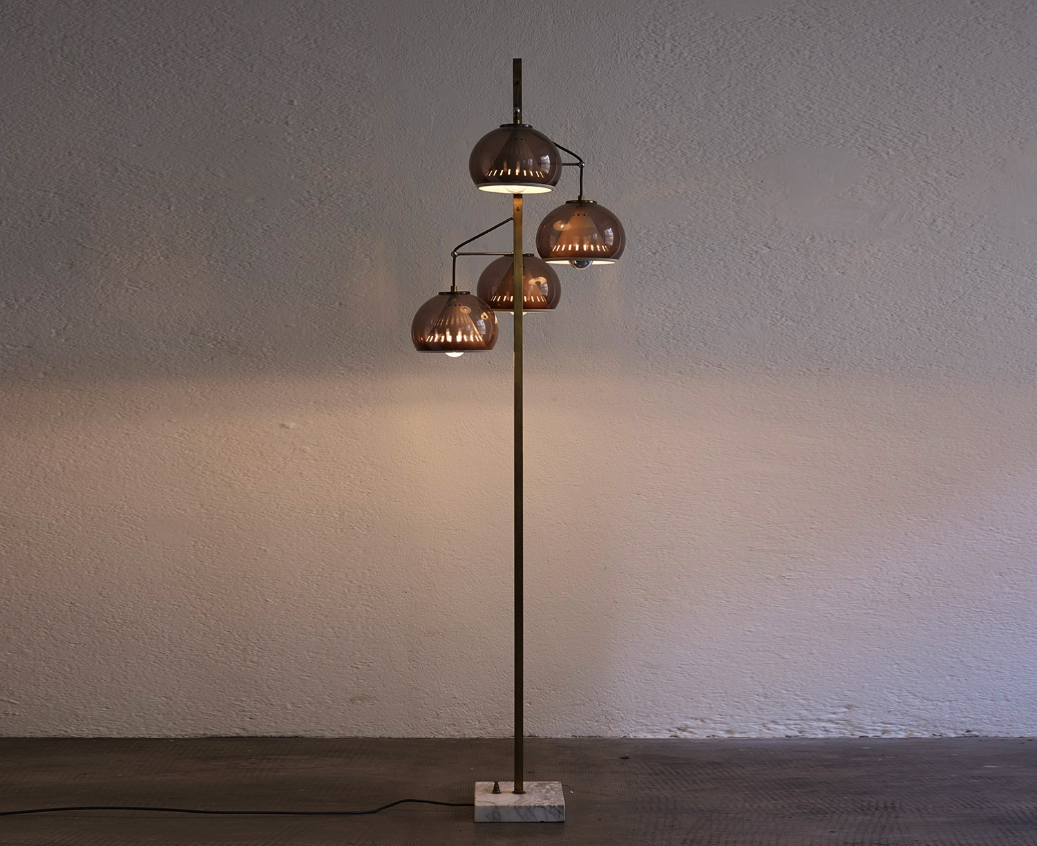 stilux-floor-lamp-image-01