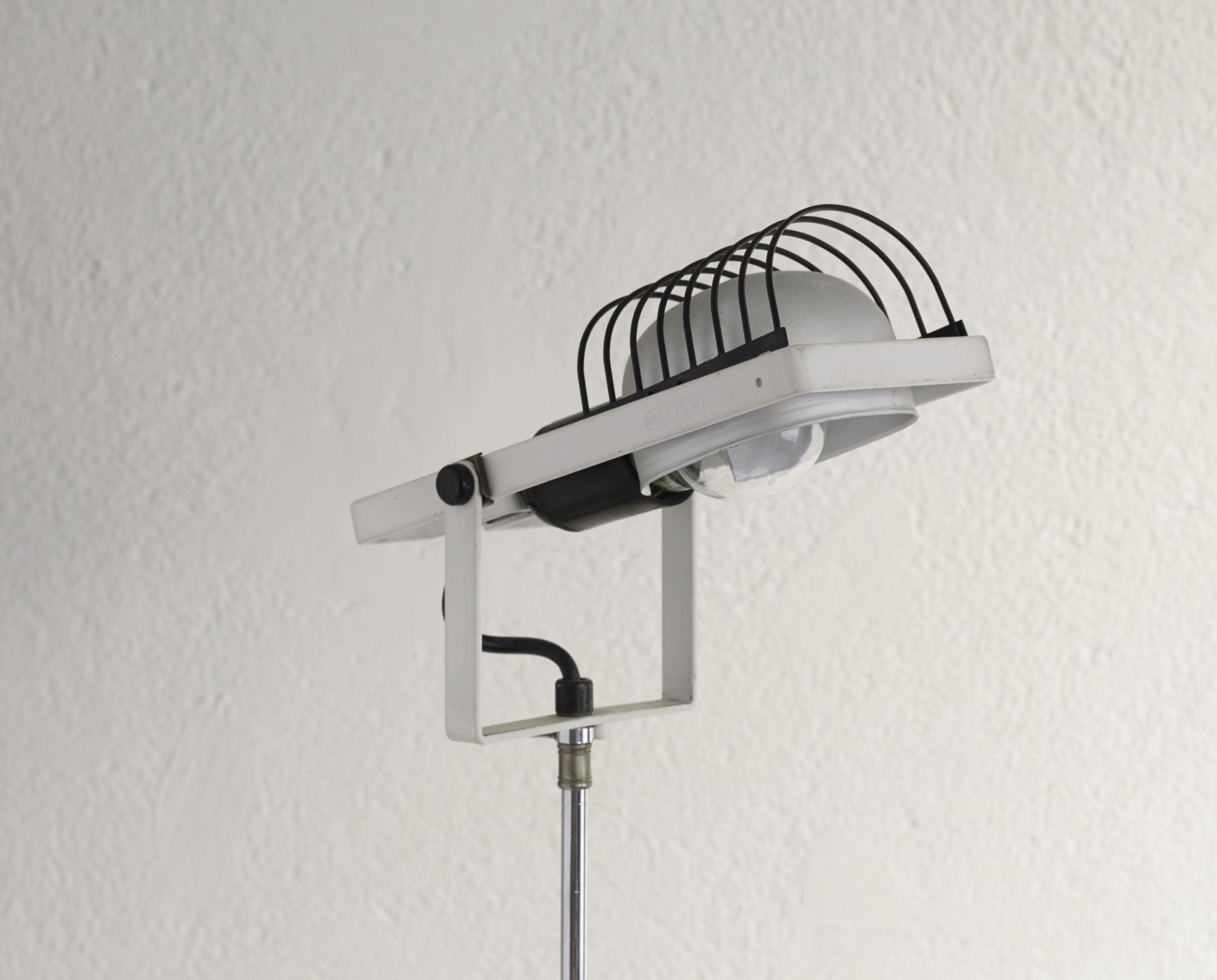 floor-lamp-sintesi-tripod-by-ernest-gismondi-image-02