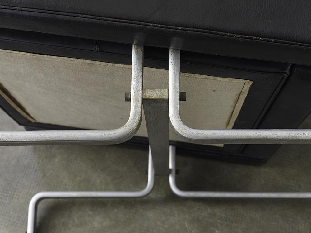 paire-de-fauteuils-pk31-de-poul-kjaerholm-image-04