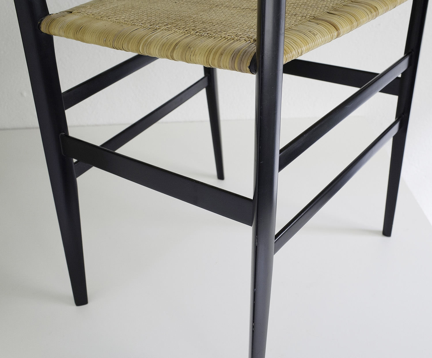 ensemble-de-4-chaises-superleggera-de-gio-ponti-image-08