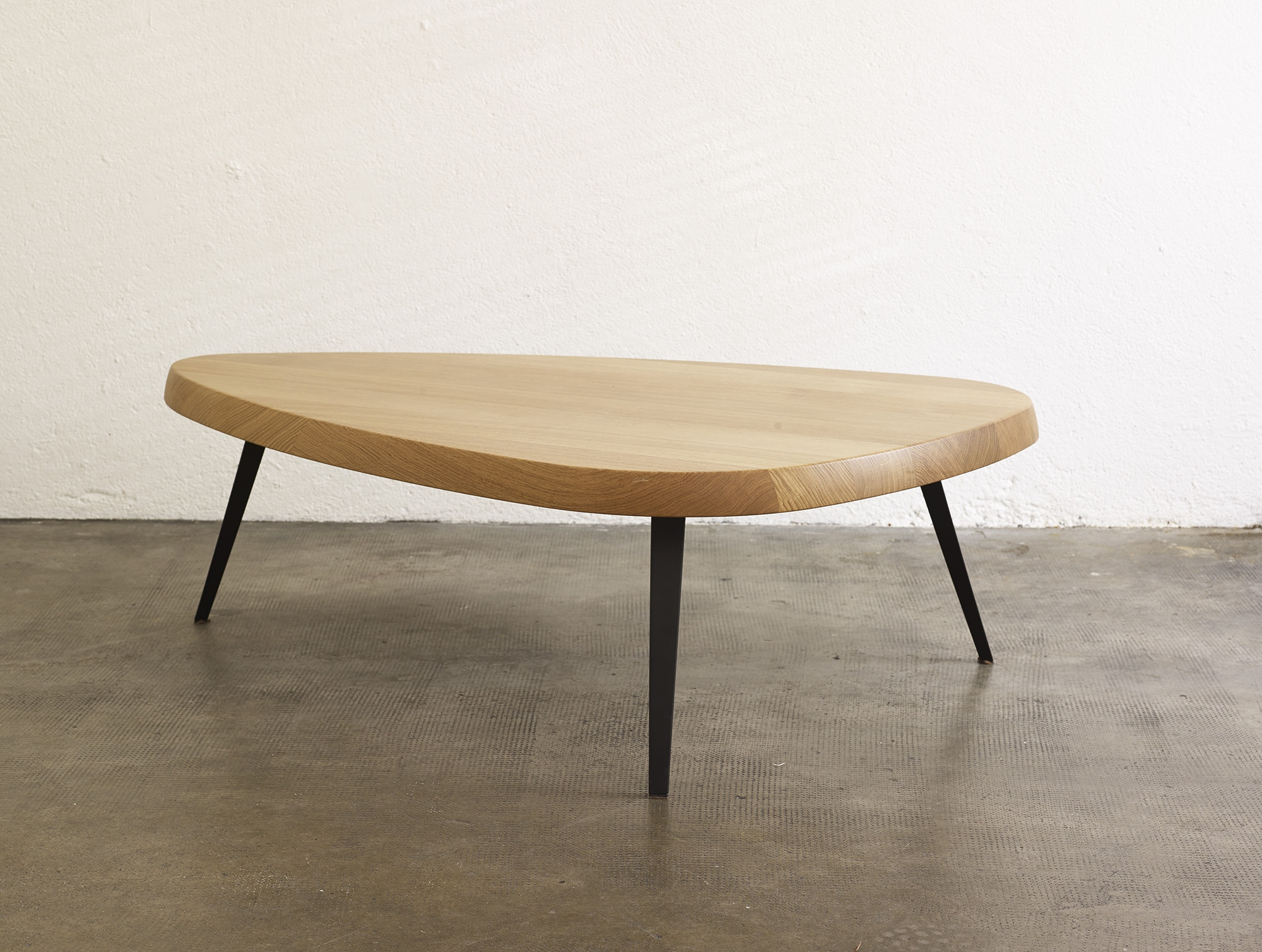 table-basse-527-de-charlotte-perriand-ed-cassina-image-02