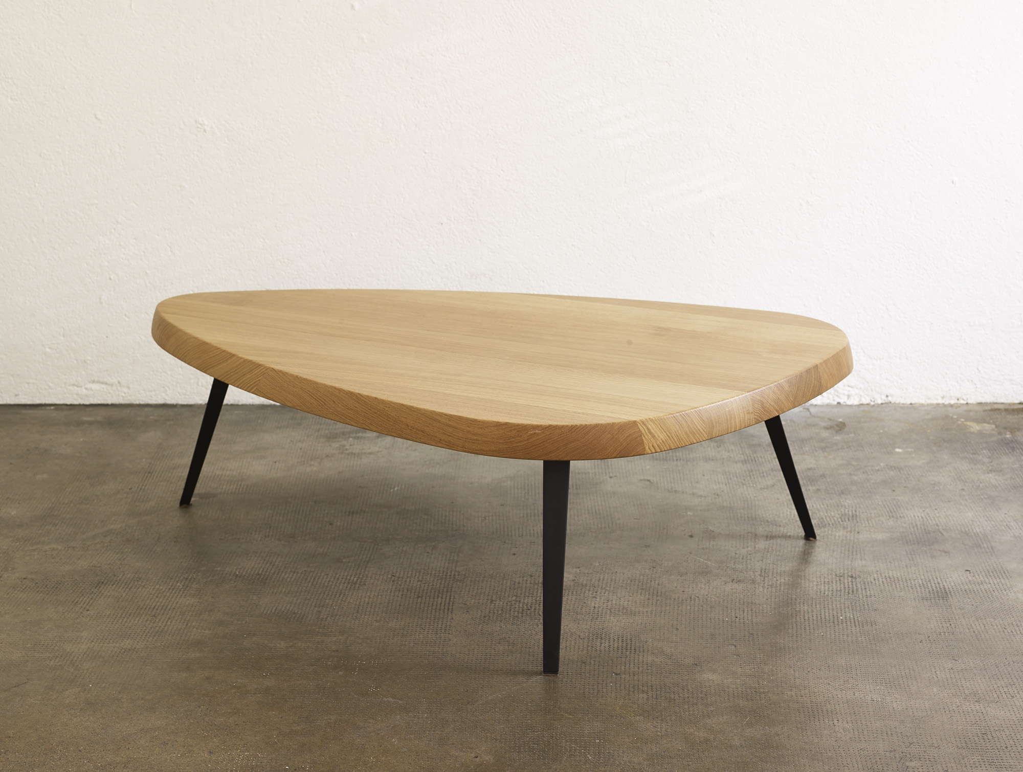 table-basse-527-de-charlotte-perriand-ed-cassina-image-01