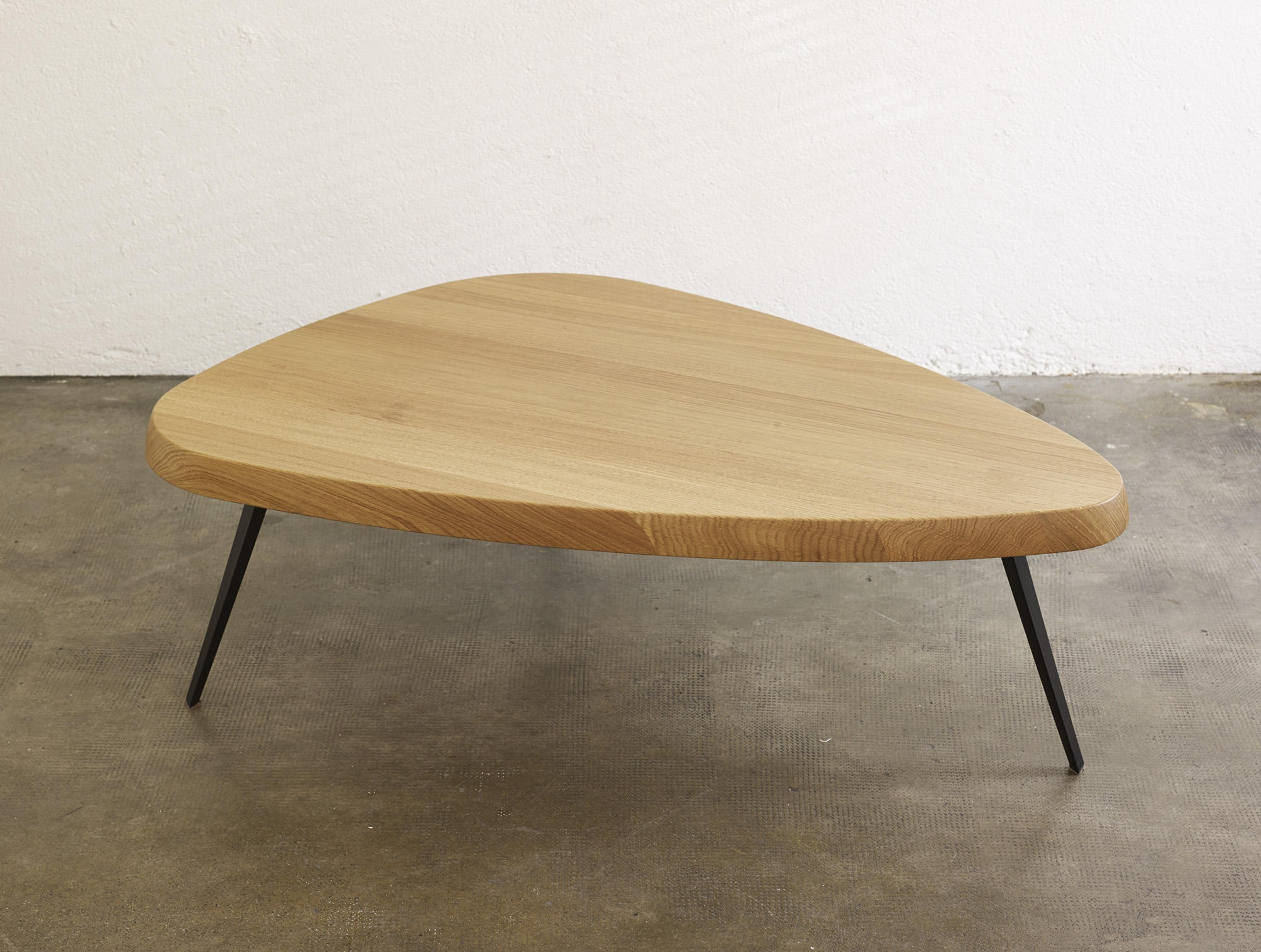 table-basse-527-de-charlotte-perriand-ed-cassina-image-03