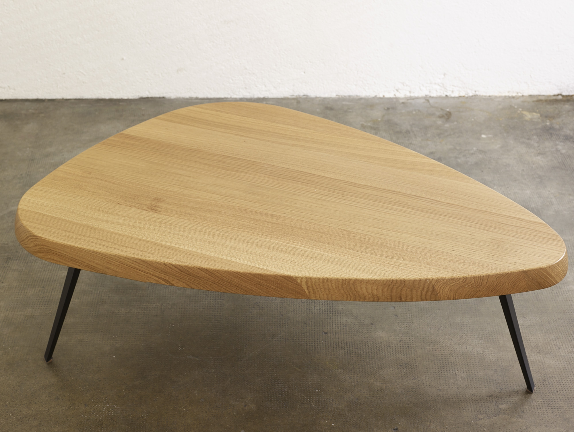 table-basse-527-de-charlotte-perriand-ed-cassina-image-06