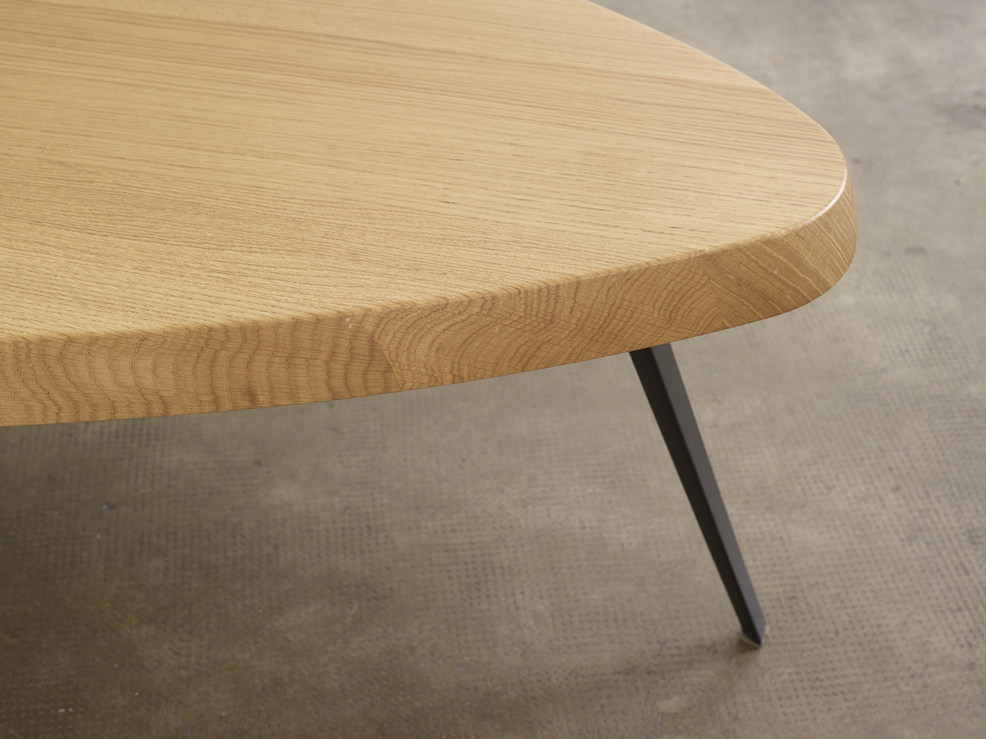 table-basse-527-de-charlotte-perriand-ed-cassina-image-05
