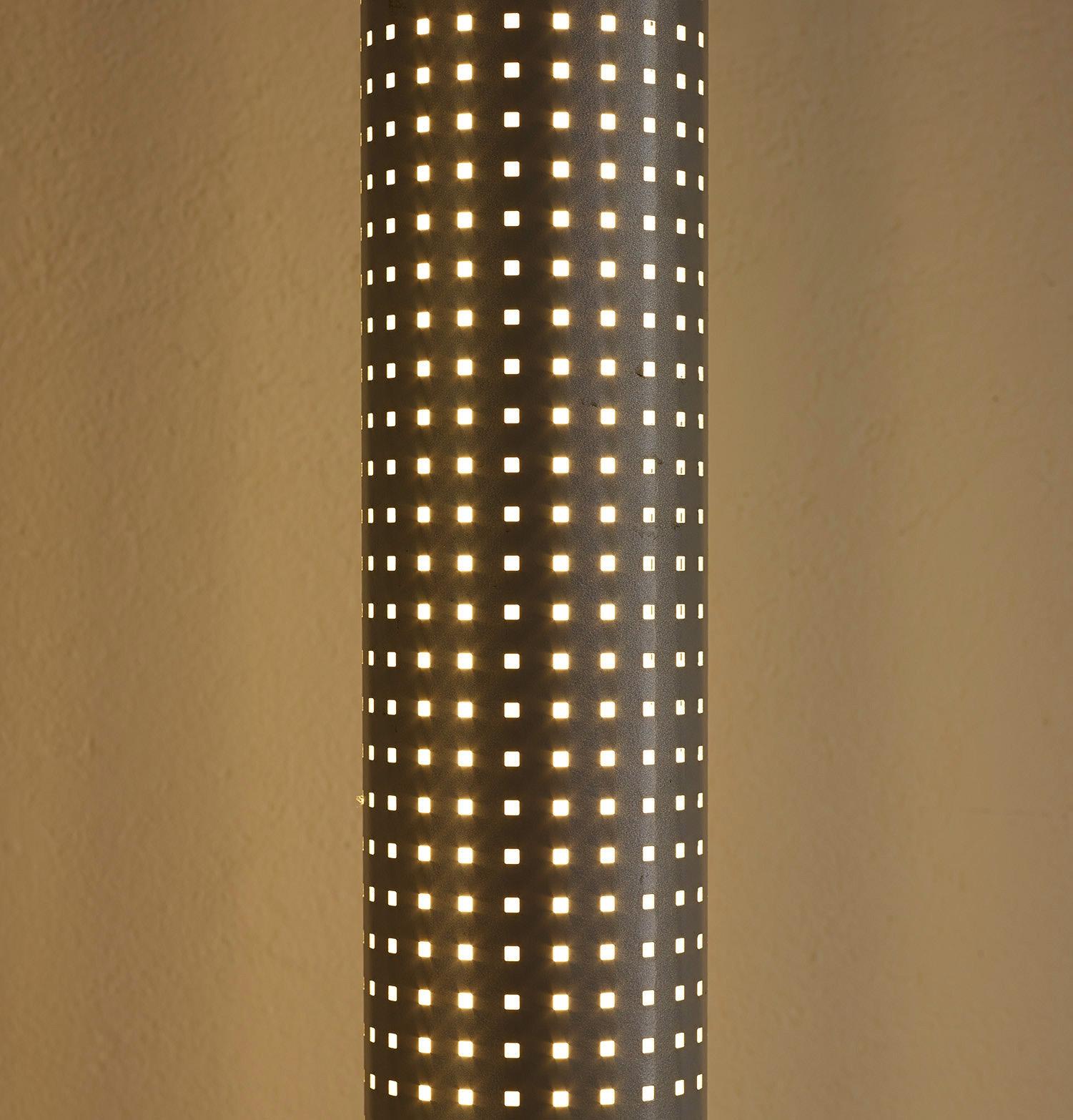 floor-lamp-chicago-tribune-by-matteo-thun-and-andrea-lera-image-05