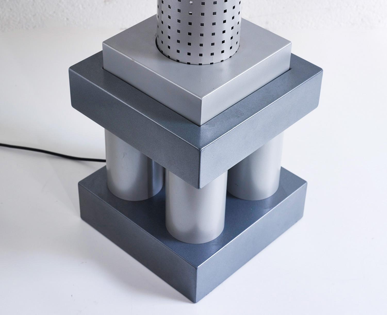 floor-lamp-chicago-tribune-by-matteo-thun-and-andrea-lera-image-03