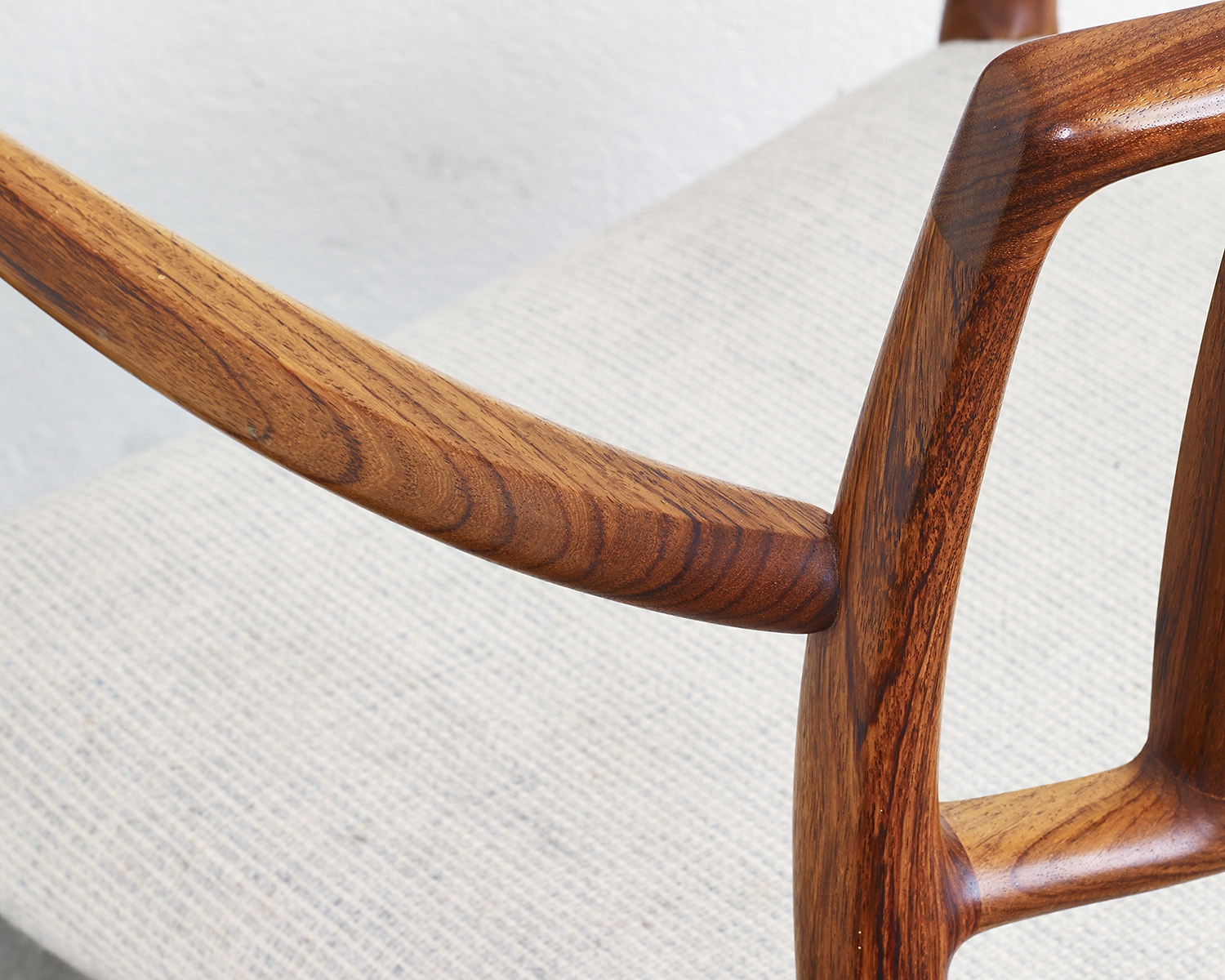 pair-of-rosewood-niels-moller-mod-66-chairs-image-05