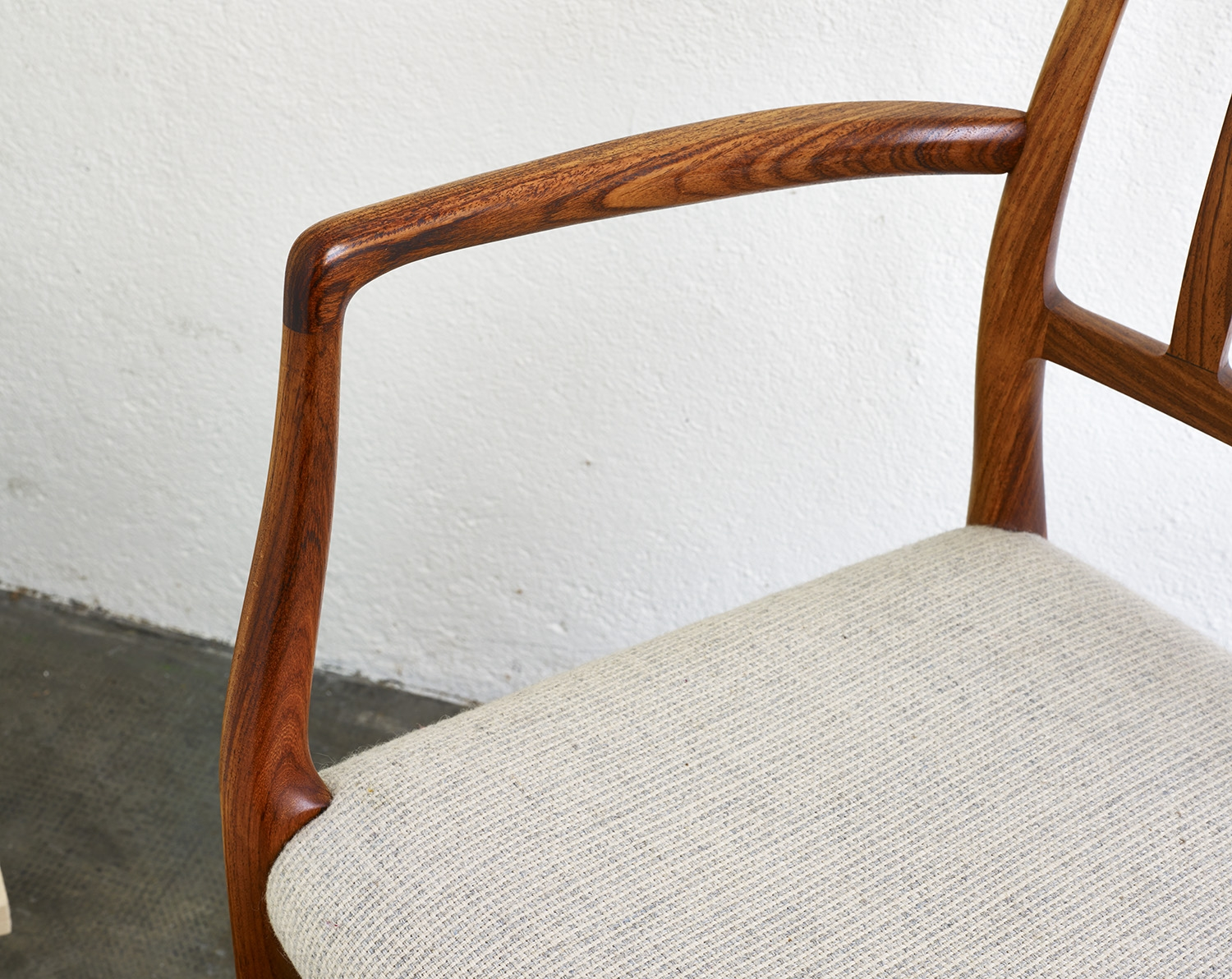 pair-of-rosewood-niels-moller-mod-66-chairs-image-07