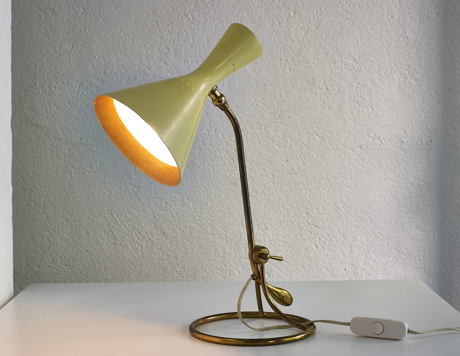 counterweight-table-lamp-by-baumann-kolliker-image-02