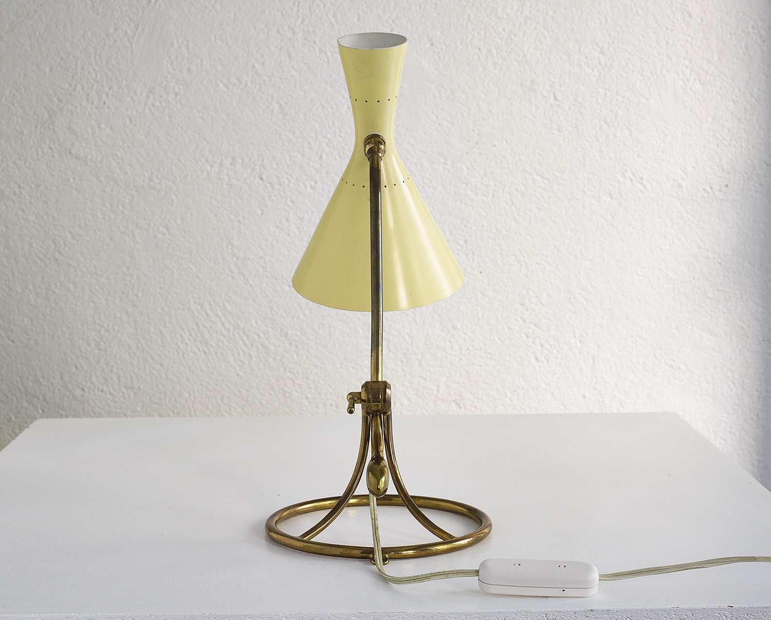 counterweight-table-lamp-by-baumann-kolliker-image-03