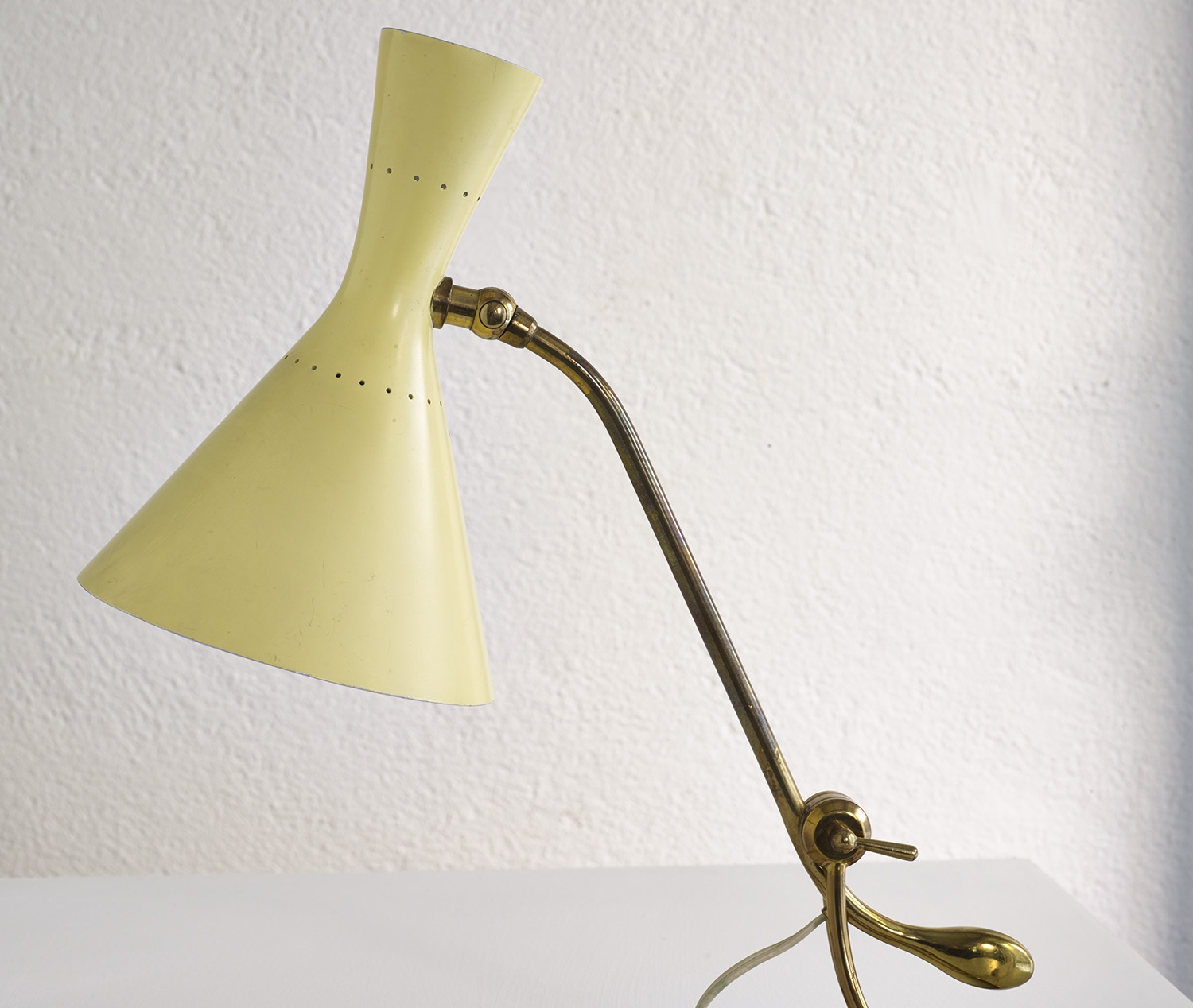 counterweight-table-lamp-by-baumann-kolliker-image-05