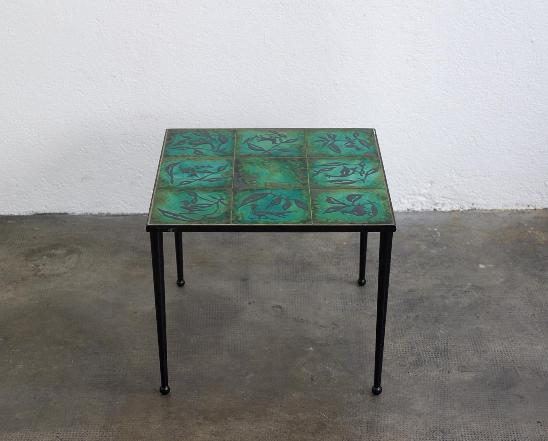 ensemble-de-tables-basses-en-ceramique-de-jean-lurcat-image-03