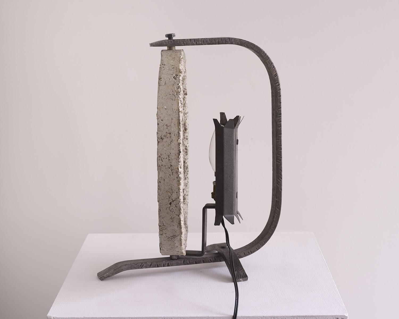 lampe-de-table-brutaliste-de-jacques-avoinet-et-jean-simon-labret-image-05