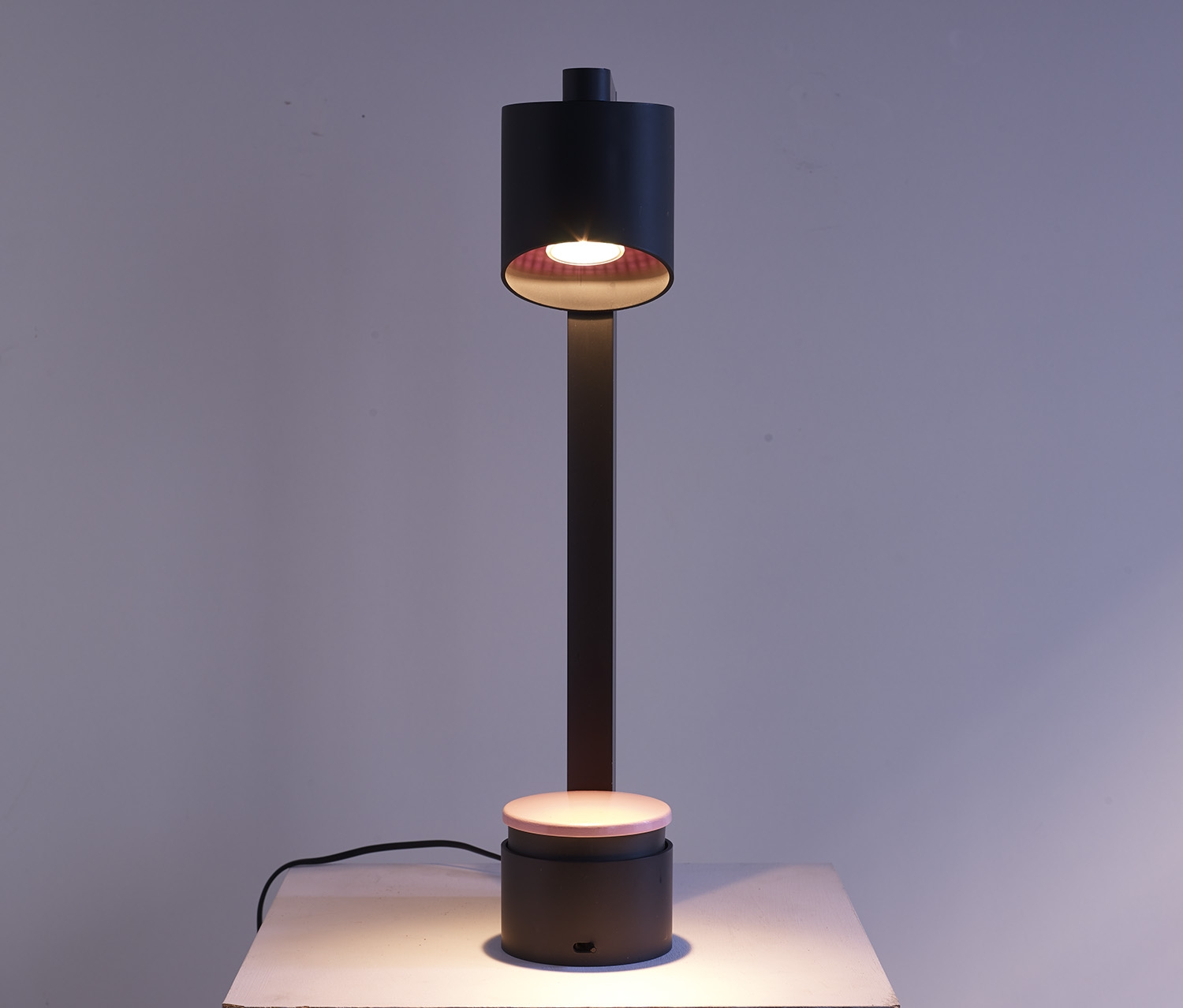 lampe-de-table-ring-de-jean-pierre-vitrac-1985-image-02
