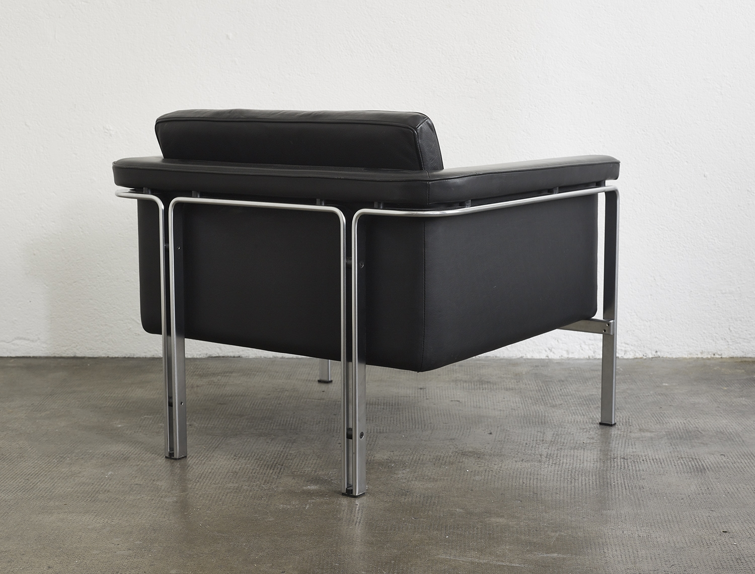 leather-easy-chair-by-horst-bruning-1960-image-03