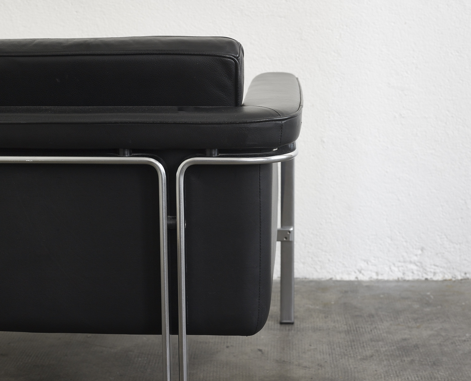 leather-easy-chair-by-horst-bruning-1960-image-02