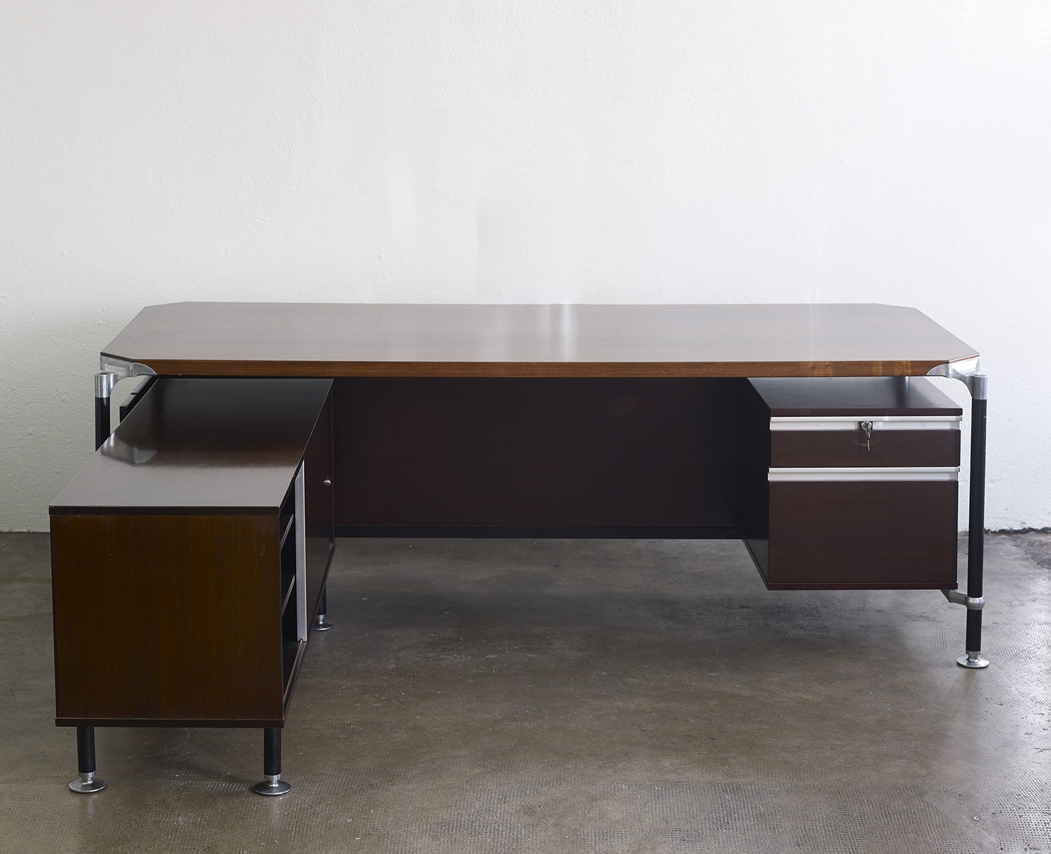 rosewood-desk-by-ico-parisi-for-mim-italia-image-02