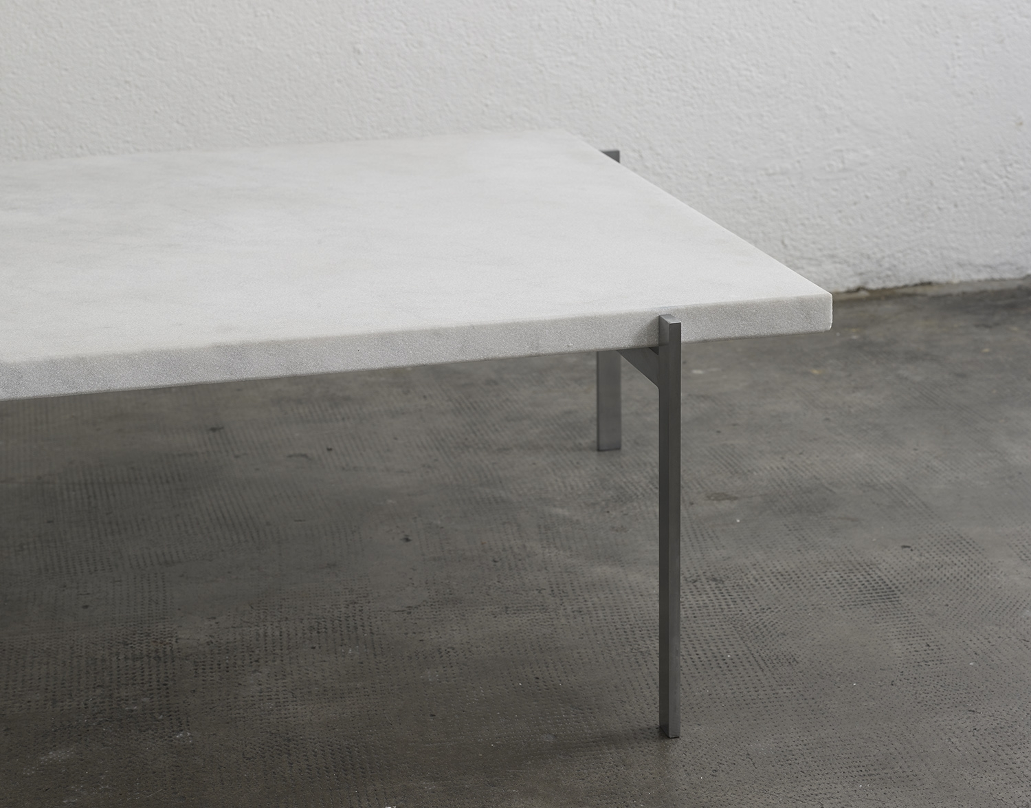 pk61-coffee-table-by-poul-kjaerholm-image-04