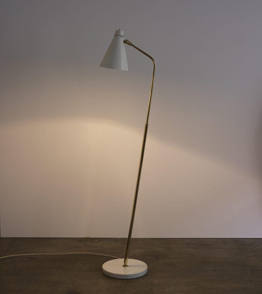 Lampe de sol de Giuseppe Ostuni mod. 10, Oluce 10 – Espacemoderne