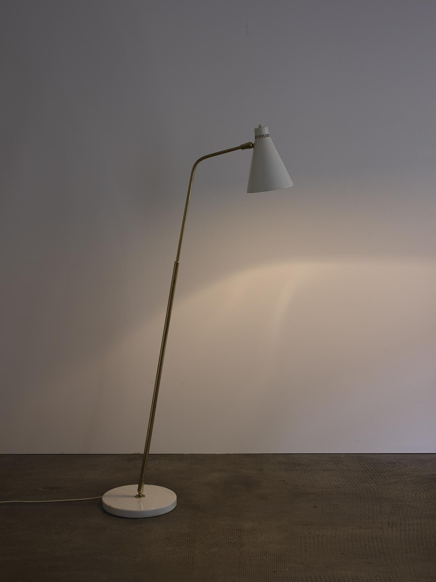 lampe-de-sol-de-giuseppe-ostuni-mod-301-oluce-image-01