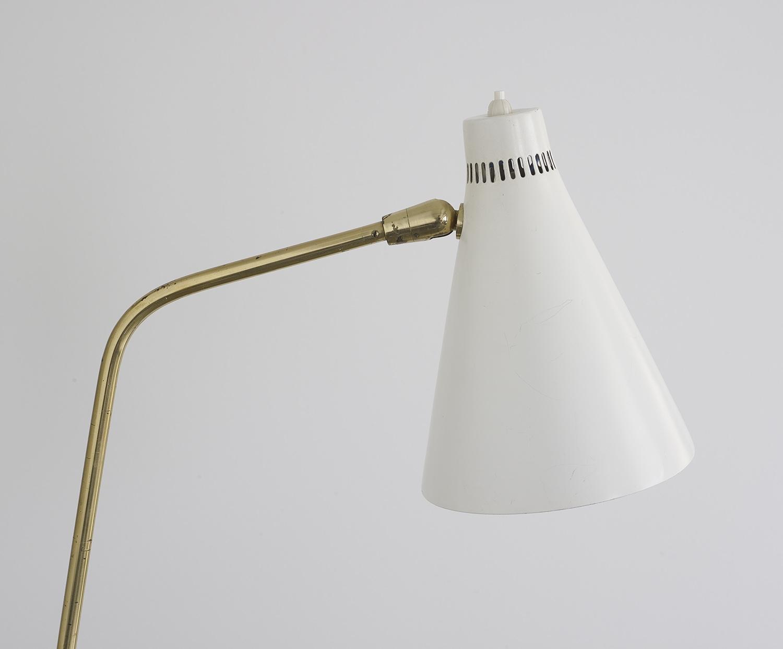 lampe-de-sol-de-giuseppe-ostuni-mod-301-oluce-image-03