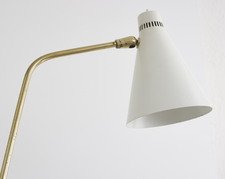 lampe-de-sol-de-giuseppe-ostuni-mod-301-oluce-image-04