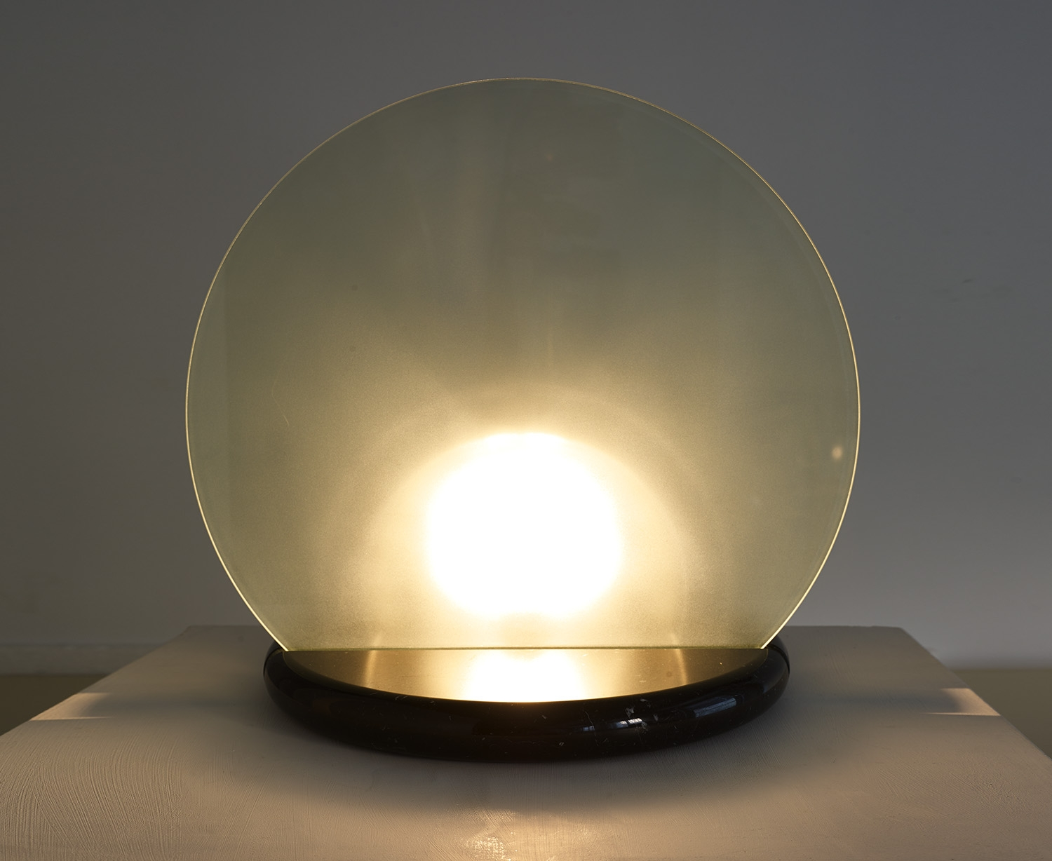 big-gong-table-lamp-by-skipper-italy-1981-image-01