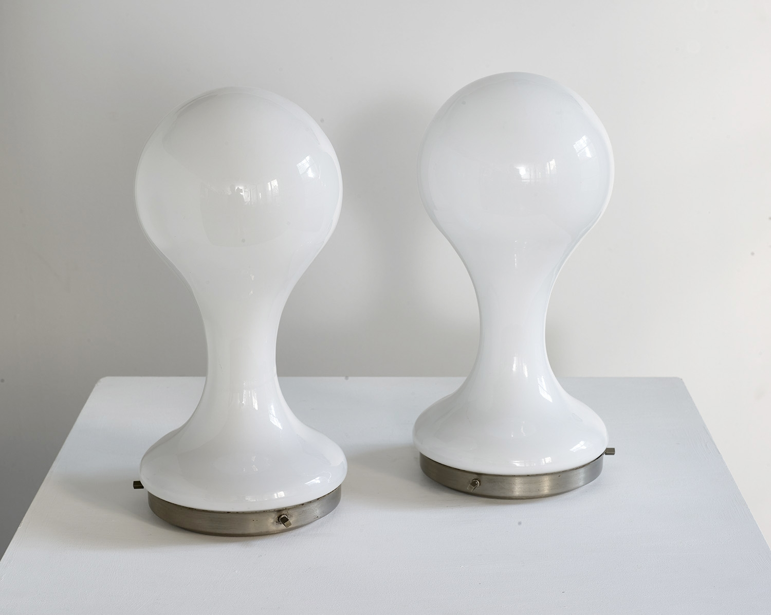 pair-of-table-lamps-by-mazzega-1960-image-02