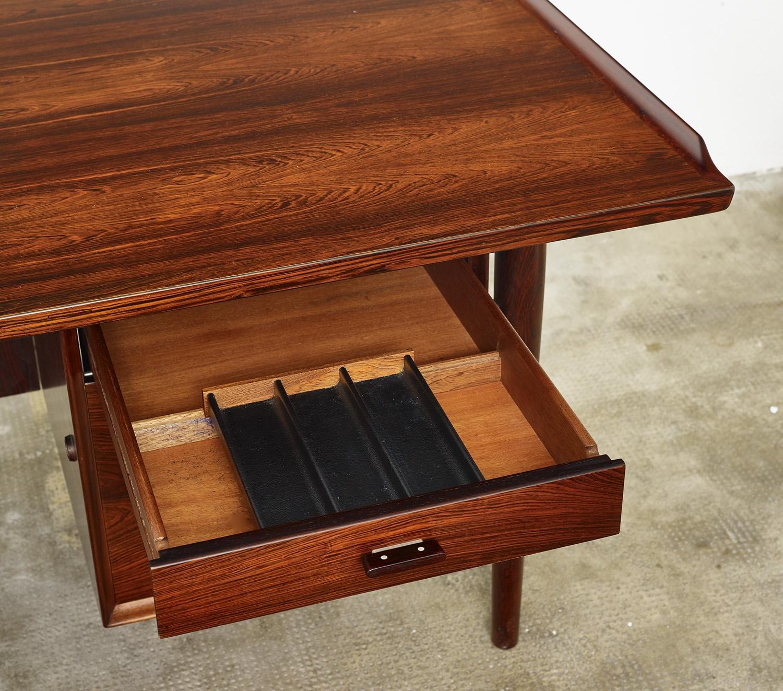 model-207-rosewood-desk-by-arne-vodder-sibast-dk-image-07