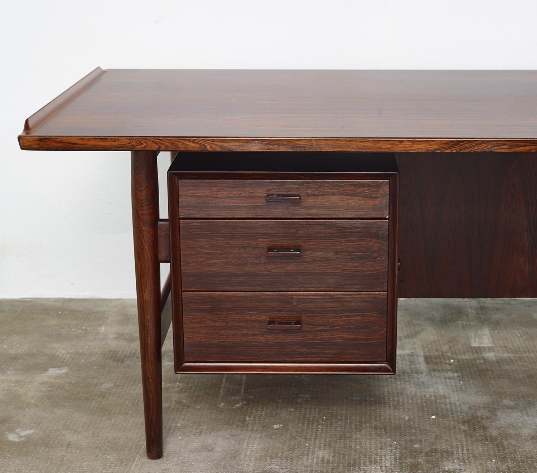 model-207-rosewood-desk-by-arne-vodder-sibast-dk-image-01