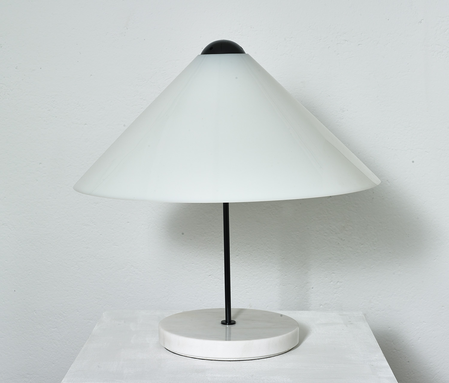 table-lamp-snow-by-vico-magistretti-1973-image-01