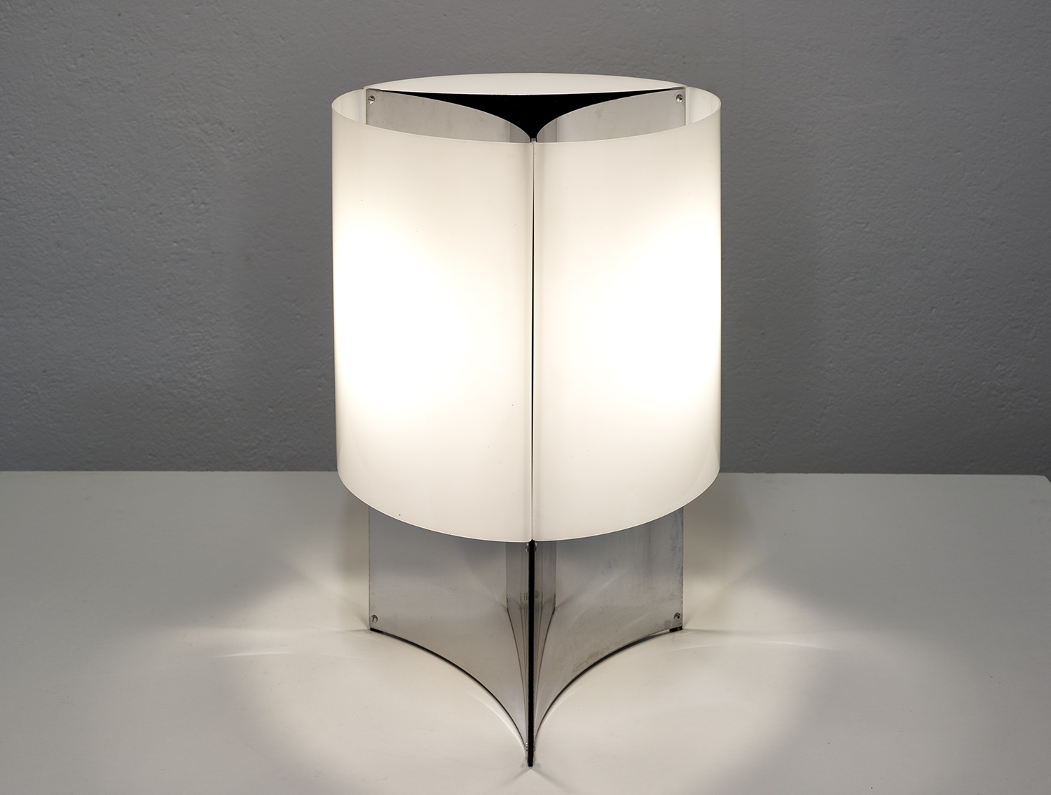 table-lamp-526g-by-lella-massimo-vignelli-for-arteluce-1965-image-01