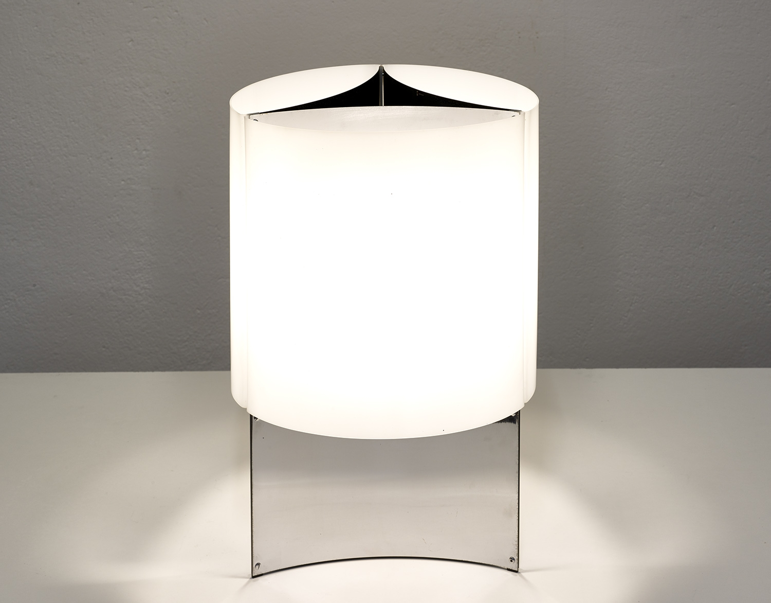 table-lamp-526g-by-lella-massimo-vignelli-for-arteluce-1965-image-02