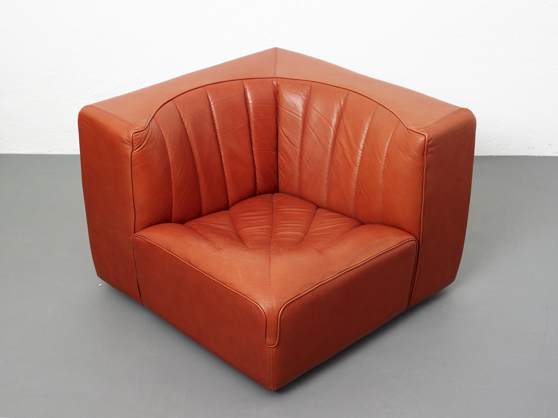 novemila-leather-sofa-by-tito-agnoli-arflex-1969-image-05