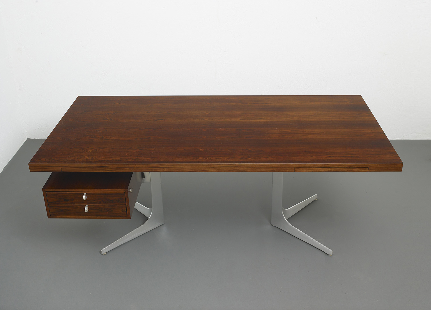 herbert-hirche-executive-rosewood-desk-image-01