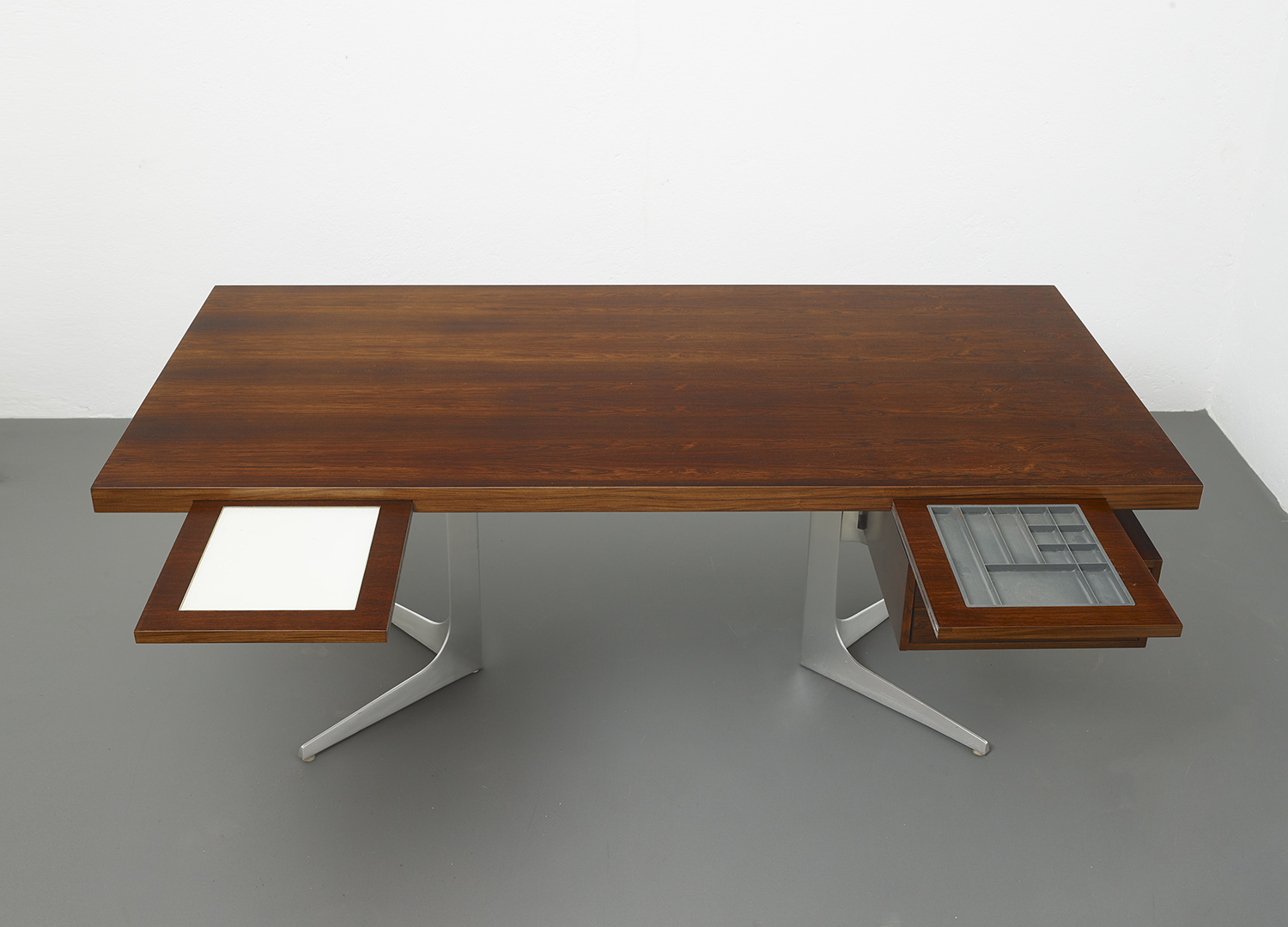 herbert-hirche-executive-rosewood-desk-image-03